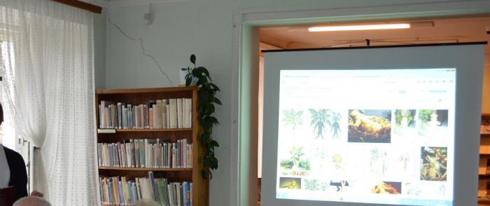 SENIOR-WIGOR z odwiedzinami w bibliotece
